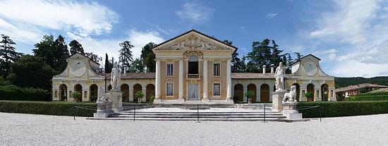 550px-Villa_Barbaro_panoramica_fronte_Marcok